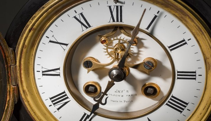 Blog - Antique Clocks: Guide to Set-up and Mainta