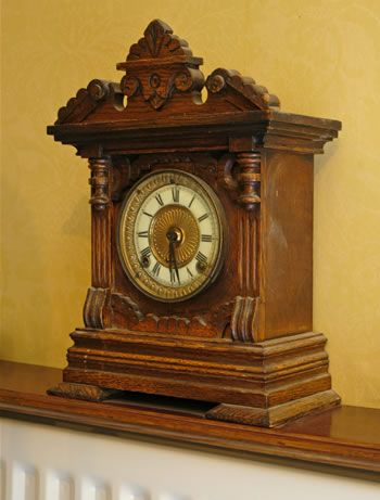 lovely antique shelf clock antique_clock1.jpg 350×461 pixels (With .