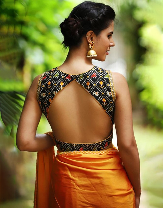 13 varieties of backless blouse that women will love! Bewakoof Bl