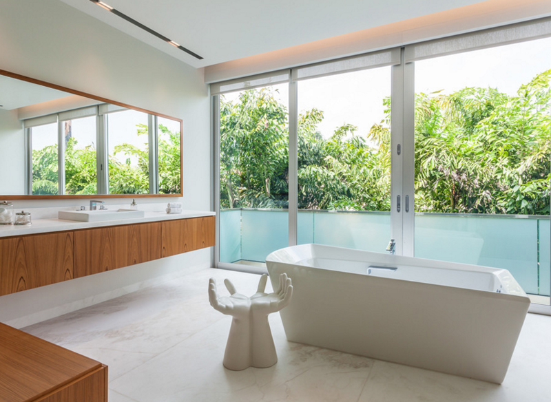20 Pretty White Chairs in the Bathroom | Home Design Lov
