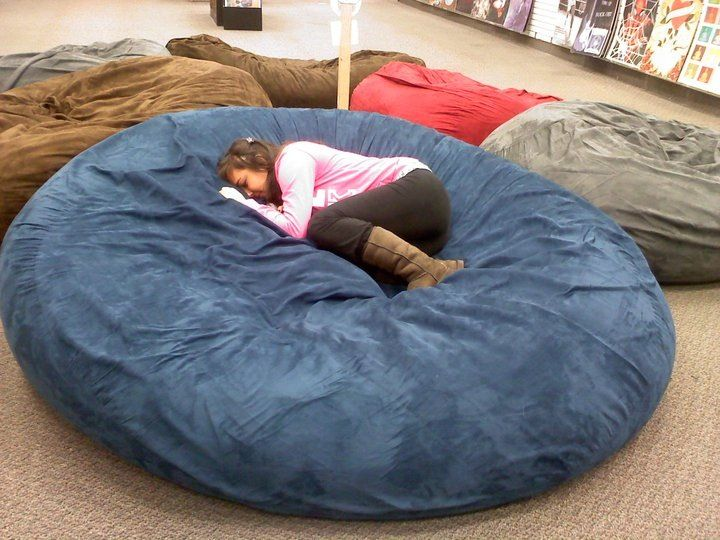 Huge pillow bed! At galleria mall! Best thing ever! (With images .