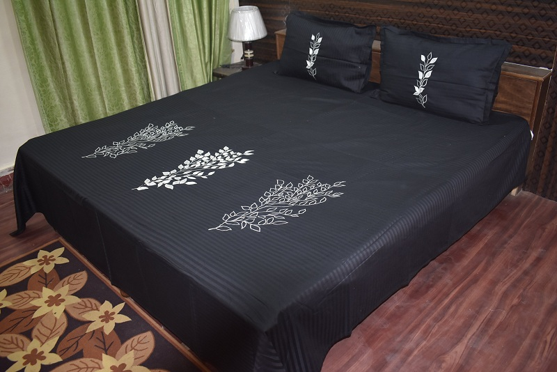 10 Best Black Bed Sheet Designs With Pictures | Styles At Li