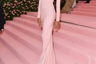 Hailey Baldwin Pink Backless Celebrity Dress Met Gala 20