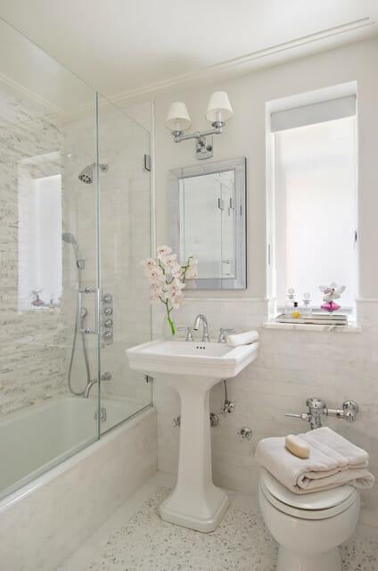 12 Designer Bathrooms for Less