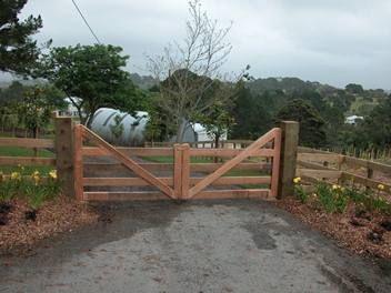 Farm Driveway Entrance Gates | Farm gate, Farm entrance, Farm gate .
