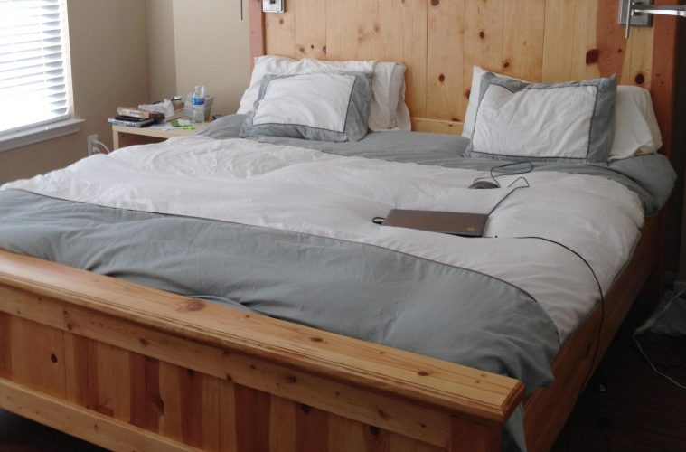 20 King Size Bed Design To Beautify Your Couple's Bedroom - HGNV.C