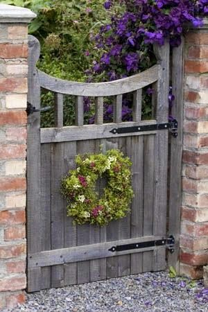 20+1 különleges kertkapu (With images) | Wooden garden gate .
