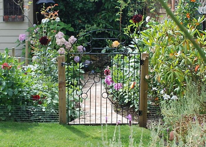 20 Amazing Garden Gate Designs And Photos | A Creative M