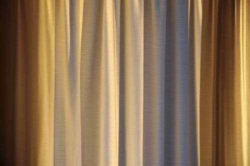 Gold curtains pose questions on color | MI-LING'S COMFORT ZO