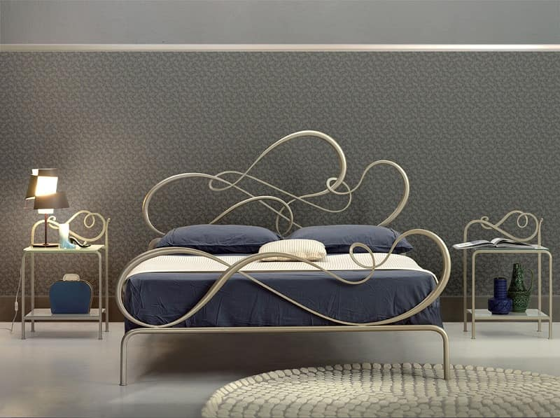 Classic iron bed for Elegant bedroom | IDFdesi