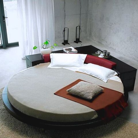 Round shaped king size bed helping in decorating your bedroom .