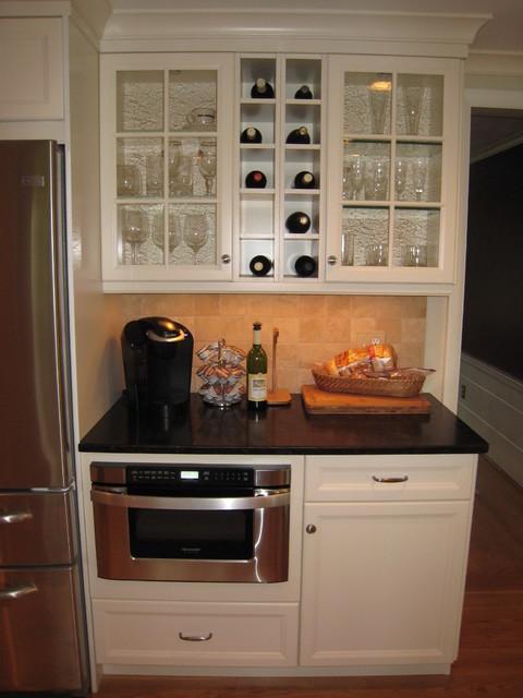 West Hartford Simple & Clean Kitchen - Transitional - Kitchen .