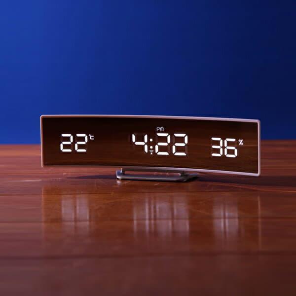 "bathlier: Table clock ""IDEA LABEL"" electric wave curve LED clock ."