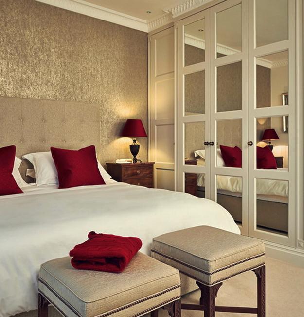 Glamorous Mirrors Bringing Chic into Modern Bedroom Desig