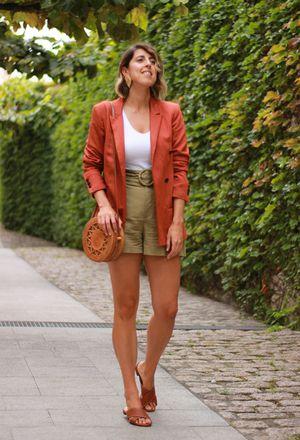 Outfit with orange blazers | Orange blazers, Orange blazers outfit .