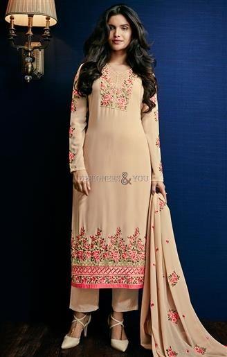Salwar Kameez Pakistani Suits With Laces Design For Modern Lady .