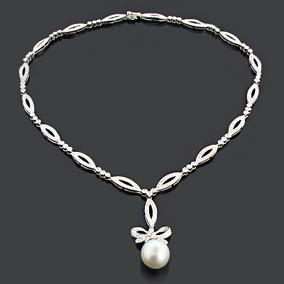 Unique Pearl Necklace with Diamonds 2.51ct 18K Gold Designer .