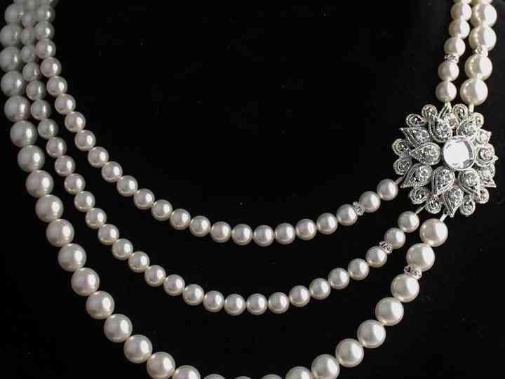 8 Glimmering Pearl Necklace Designs To Light Up Your Event