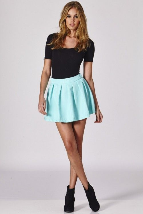 The Hottest Fall Trend For Women: Pleated Mini-Skirt (met .
