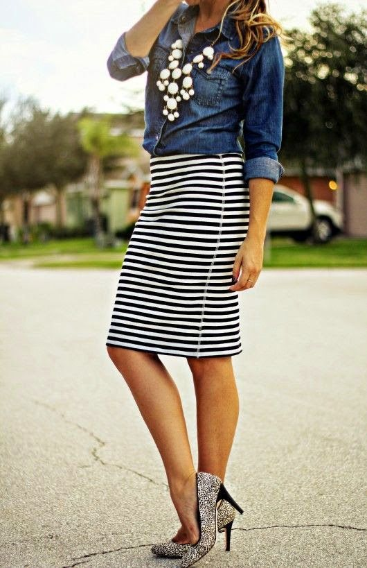 OUTFIT INSPIRATION: STRIPES | Striped pencil skirt outfit, Striped .