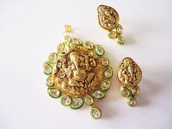 Vatika Temple Jewellery Ganesh Pendant With Aaa Quality Kundan .