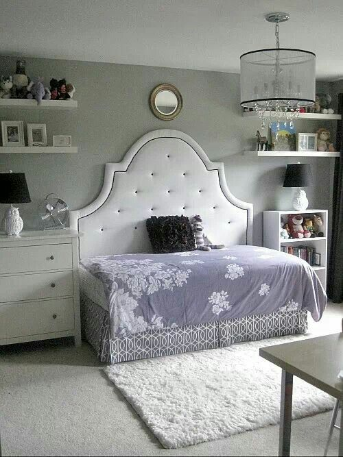 Twin bed with queen headboard. Just turn the bed sideways. Cute .