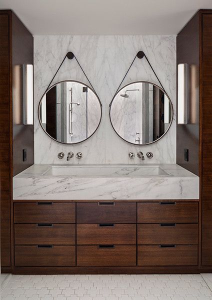 Double round mirrors and marble vanity. | Bathroom design .