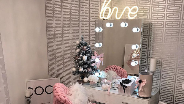 Vanity Mirrors That You'll Want to Stare into All D