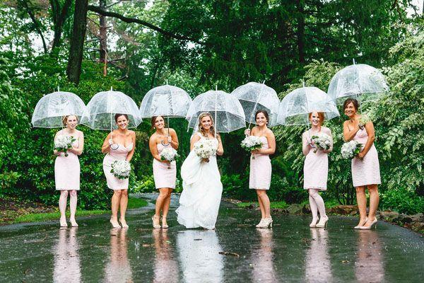25 of the Best Rainy-Day Wedding Photos | Rain wedding, Umbrella .