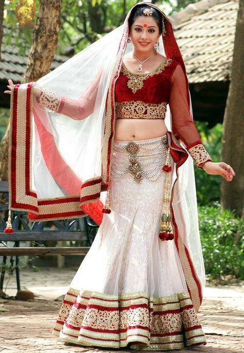 White n red lehenga (With images) | Indian bridal couture, Latest .