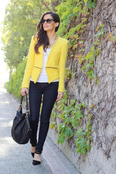 How To Wear A Yellow Blazer (With images) | Yellow blazer outfit .